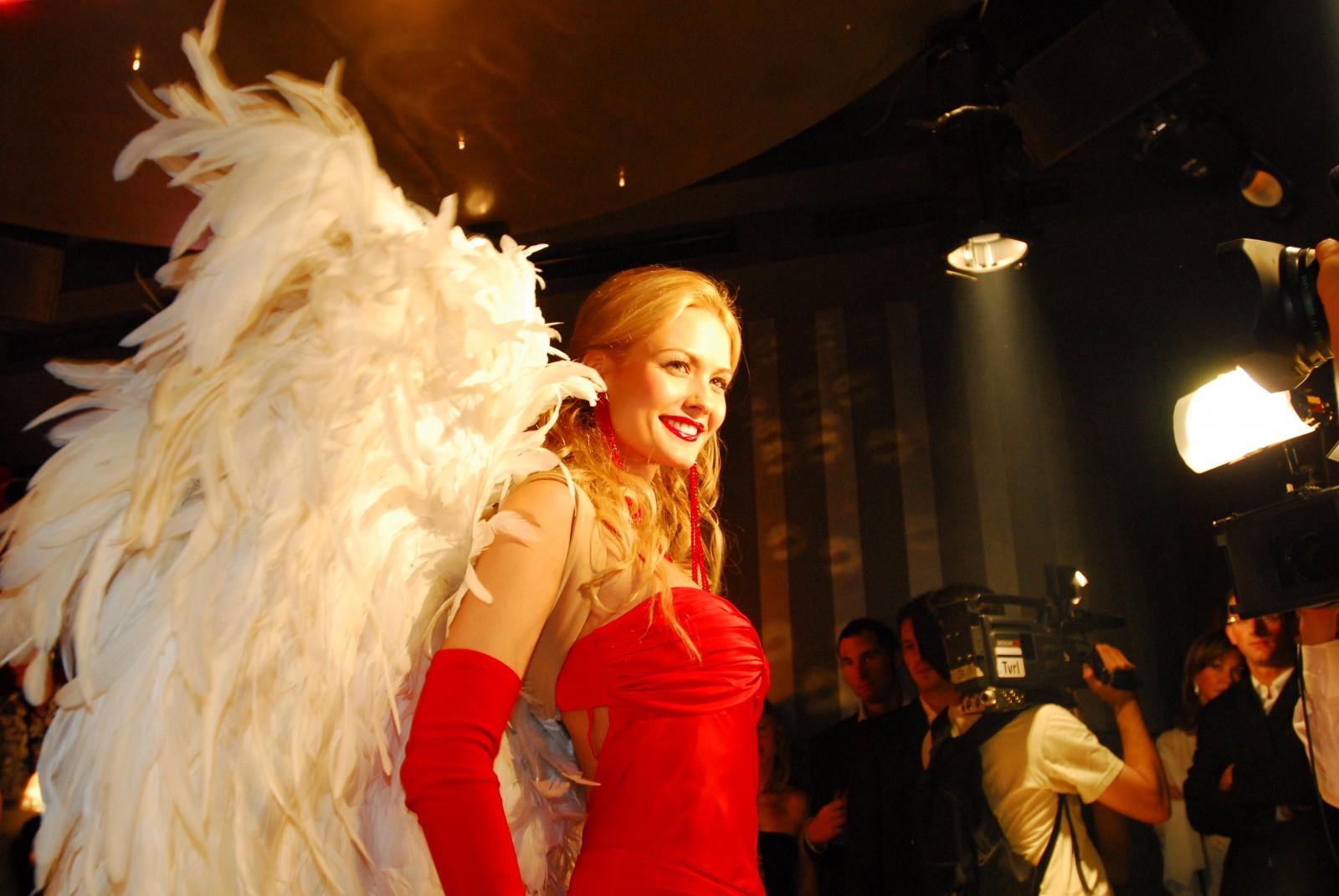 EX Miss Schweiz Lauriane Gilliéron als Xellent Angel im Red Club